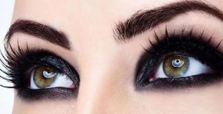 Smokey eyes makeup with contoured eyebrows